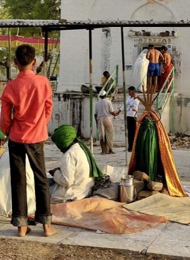 Индия: Летящие младенцы