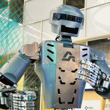 Робот, знай свое место!