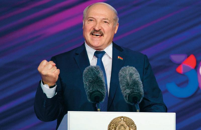 Тупик, шантаж и терпеливая Россия: как белорусы встретили годовщину революции