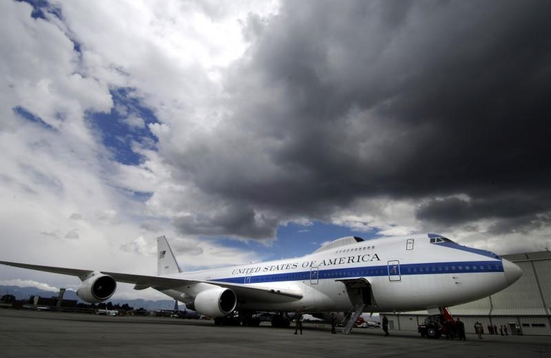 Домой не прилетим: самолеты конца света США и России