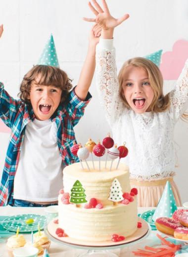 Дети за новогодним столом
