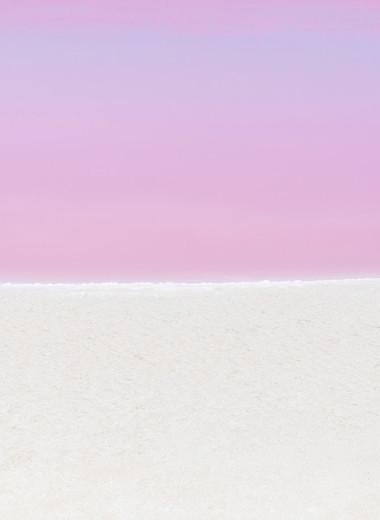 За розовым морем