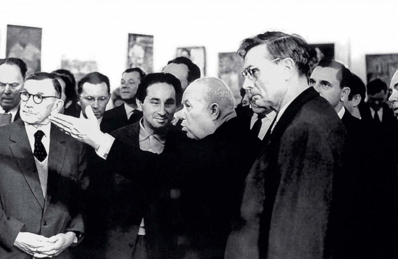 Никита Хрущёв на выставке в Манеже