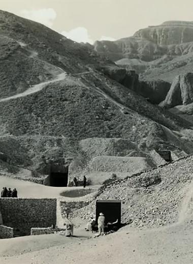 Как Тутанхамон вышел из гробницы, свел человечество с ума, начал Вторую мировую, объездил весь мир и вернулся домой