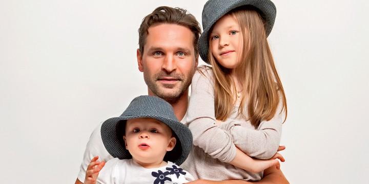 Виктор Добронравов:Своим дочерям передаю то, чему научили меня родители