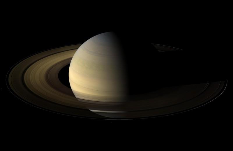У Сатурна нашли еще 20 спутников. Он обогнал Юпитер