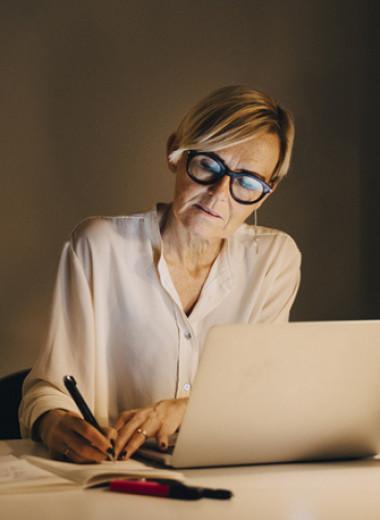 Срок годности: как эйджизм разрушает женские карьеры