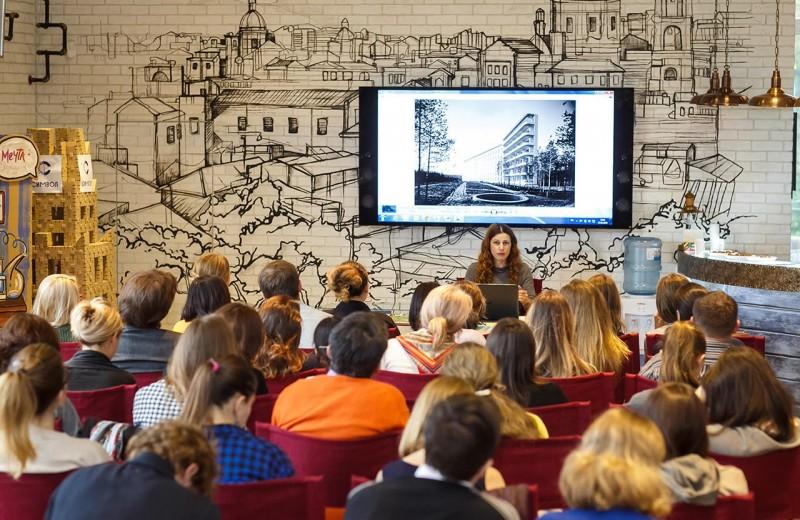 Зачем подросткам нужна мода: интервью с Илектрой Канестри