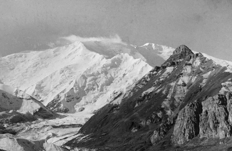 Дойти до вершины: как первая советская альпинистка ЭльвираШатаева отстояла право покорять горы без мужчин