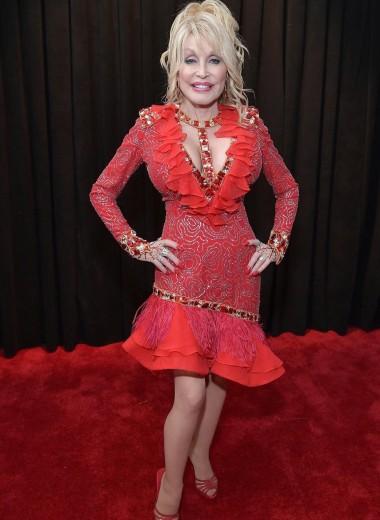 Джей Ло, Карди Би, Кэтти Перри: самые эпатажные наряды звезд на Grammy-2019
