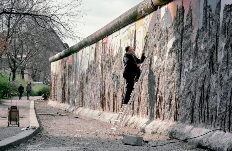 Человек, продавший Берлинскую стену: как немецкий предприниматель построил бизнес на обломках «Железного занавеса»