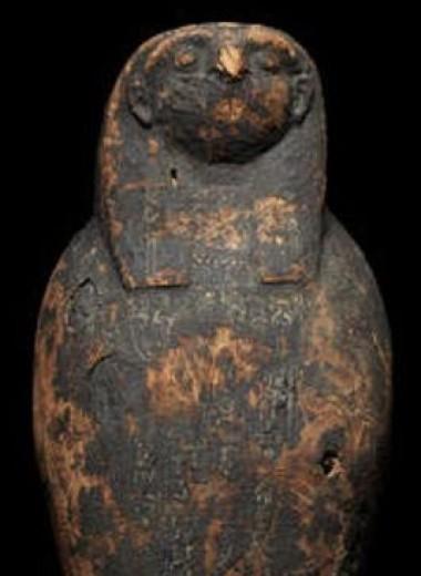 Внутри детского древнеегипетского саркофага обнаружили куклу