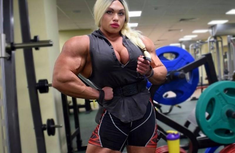 100-килограммовая звезда бодибилдинга рассказала о хейтерах, спорте и любви
