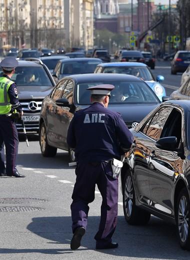 «Тормозят всех подряд». Водители жалуются на частые проверки ГИБДД