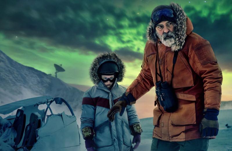 Джордж Клуни смотрится жутко привлекательно ивыразительно в фильме «Полночное небо»