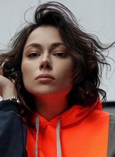 Настасья Самбурская заявила, что нанее напал «невменяемый мужчина скирпичом»