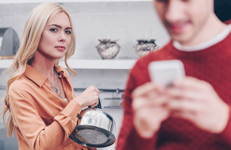 Призрак бывшей: как жить, если ты – вторая жена