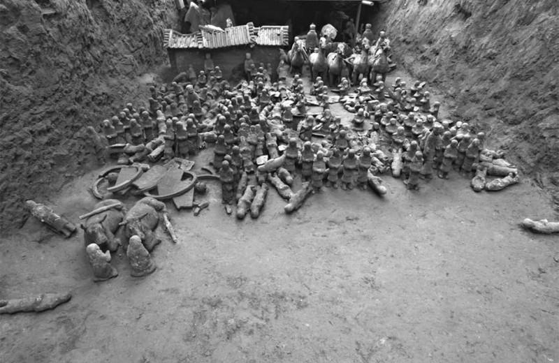 В китайском захоронении нашли миниатюрную Терракотовую армию