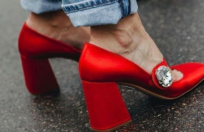 С чем носить красные туфли: 15 актуальных пар и 19 примеров модных образов