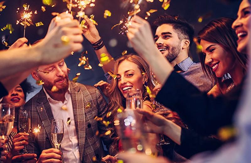 Новогодняя вечеринка с друзьями: как организовать ее и не сойти с ума