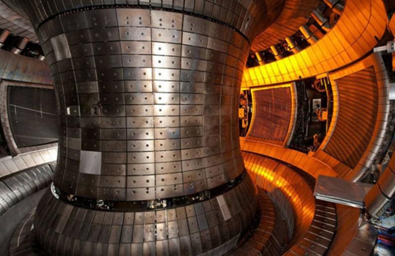 Российские ученые смоделировали поведение вольфрама в термоядерном реакторе