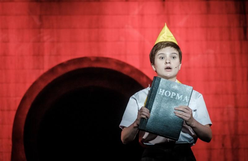 Новая «Норма»: каким получился спектакль Максима Диденко по книге Владимира Сорокина?