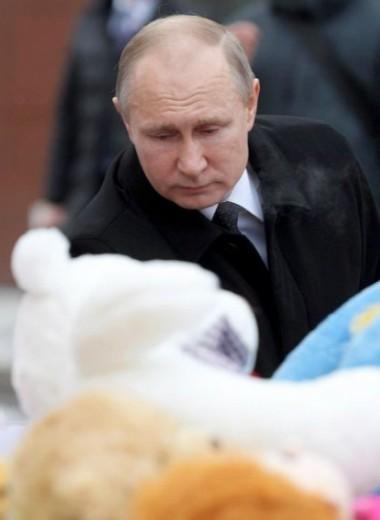 «Это ведь небоевые действия». Путин прилетел в Кемерово на место трагедии