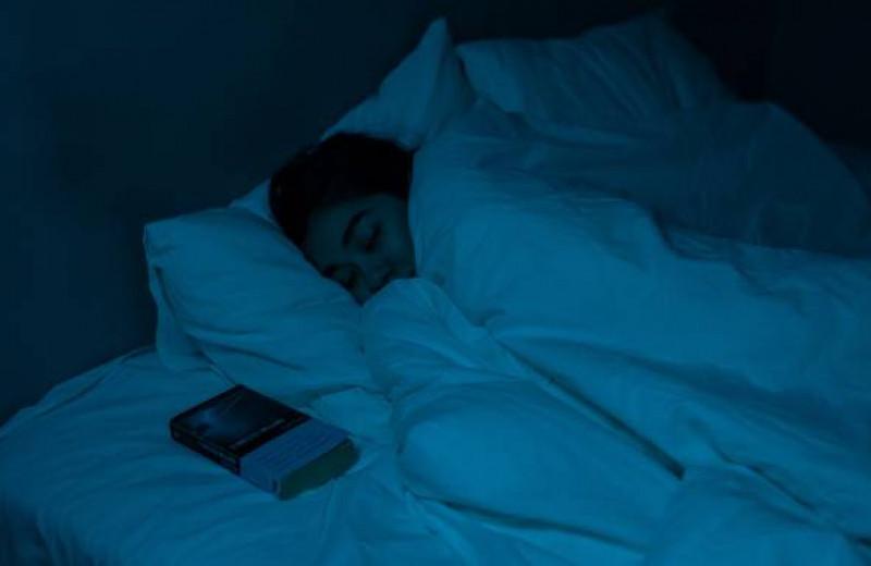 Мелатонин: стоит ли принимать на ночь?