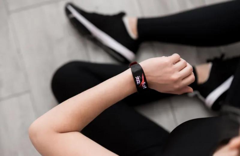 Всё портят: фитнес-браслеты мешают спать и вредят здоровью