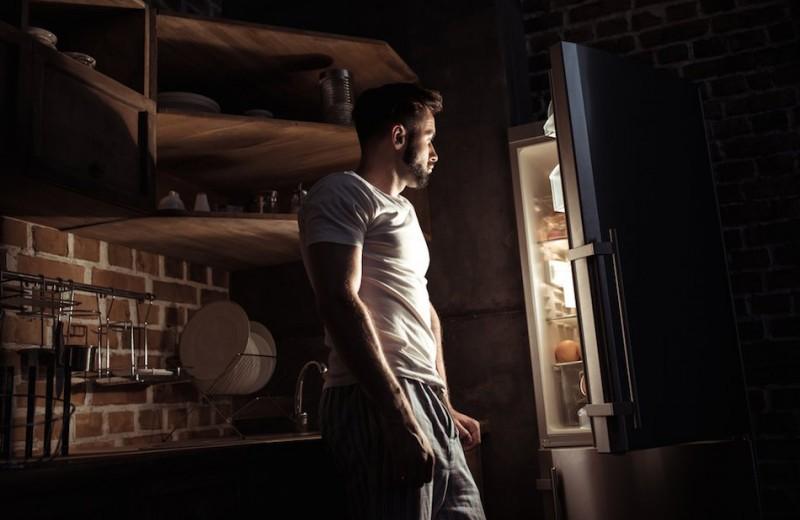 Как перестать есть по ночам: 8 советов, спасающих от обжорства и лишнего веса