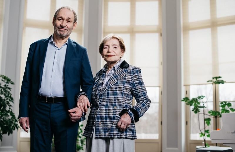 «Его равнодушие задевало»: миллиардер Леонид Богуславский оматери, отчиме Андрее Вознесенском и YouTube, который заменил поэзию