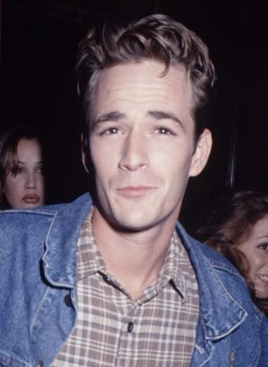 Носите деним как Люк Перри в 1990-е