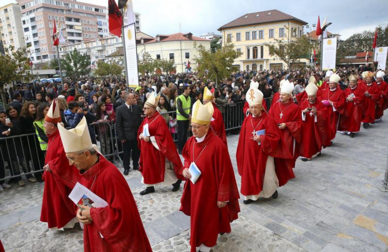 Гибель богов: как коммунистическая Албания уничтожила религию, но всё равно вернулась к ней годы спустяи тюрьму архиепис