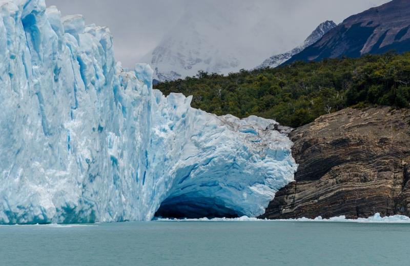 Знаменитая арка на леднике Перрито-Морено вновь обрушилась