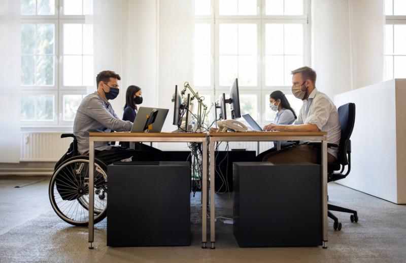 Инклюзивный наем: зачем компании берут на работу людей с физическими и ментальными особенностями
