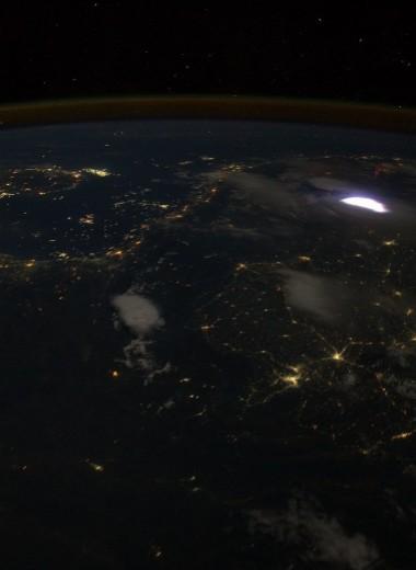 Спрайты: необычные молнии, возникающие в верхних слоях атмосферы