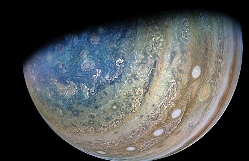 «Юнона» облетела Юпитер и Ганимед: медитативное видео
