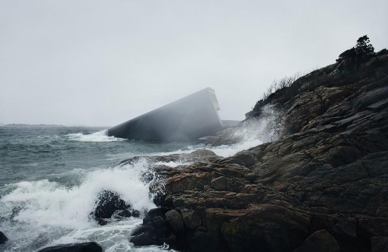 Крупнейший в мире подводный ресторан появился в Норвегии