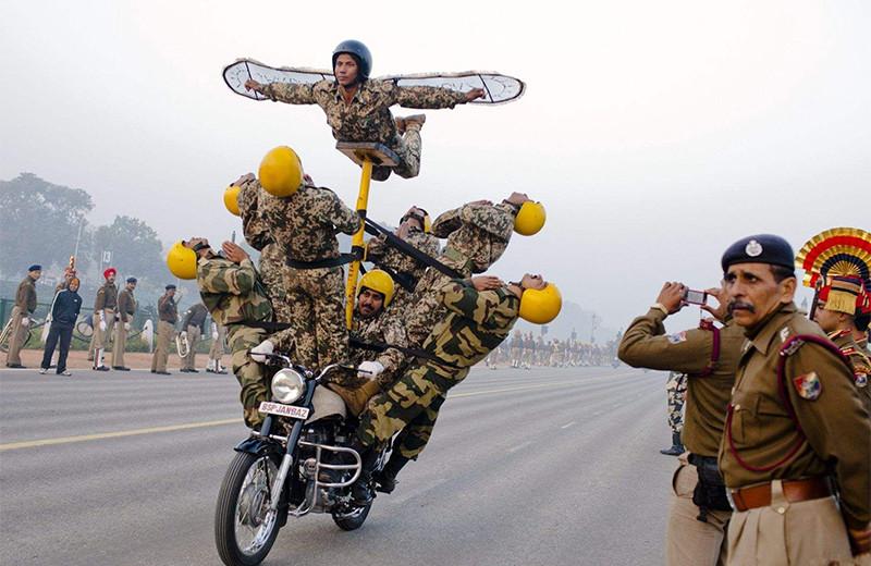 Уйди, противник! 14 странных армейских ритуалов и испытаний