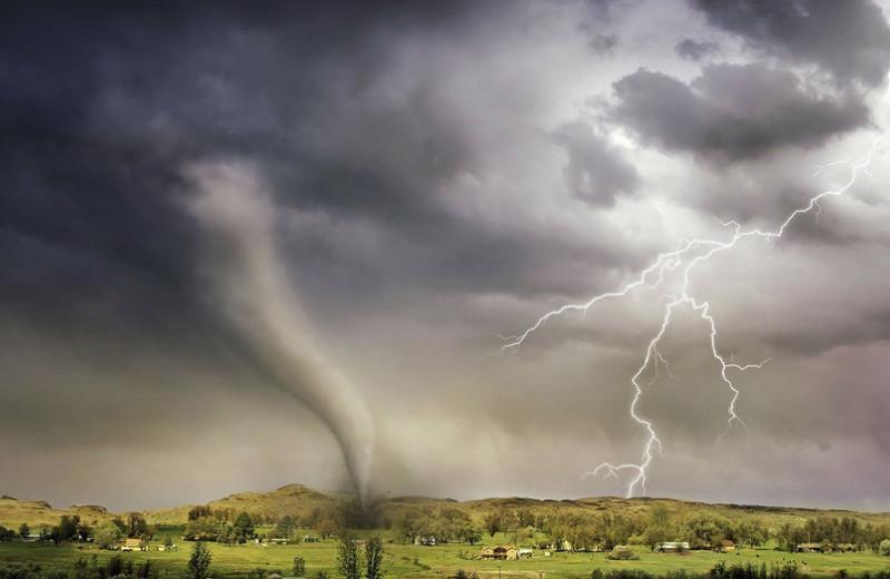 Разрушительные торнадо и смерчи: что ждет Россию дальше? Отвечает эксперт