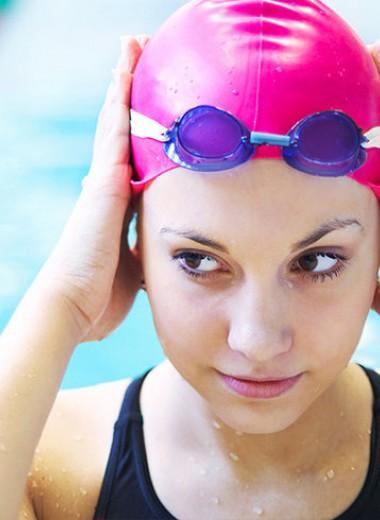 Рассекая волны: как выбрать очки для плавания