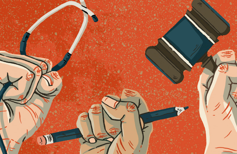 «Запуганный доктор — плохой доктор». Активист медпрофсоюза об уголовном преследовании врачей