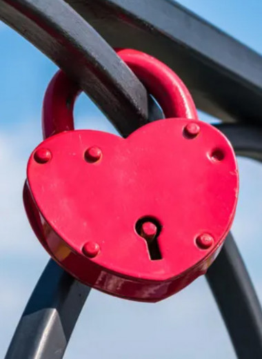 Чугуном единым: как отмечать чугунную свадьбу и какие подарки дарить