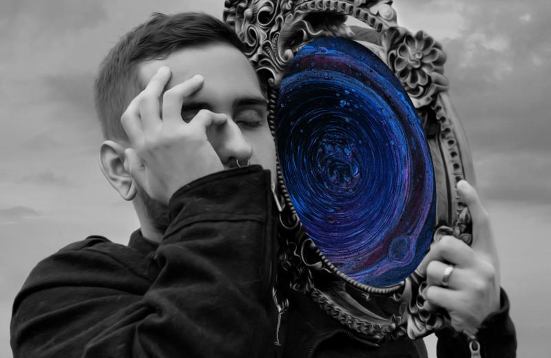 Люди-нарциссы: кто они такие и как с ними себя вести