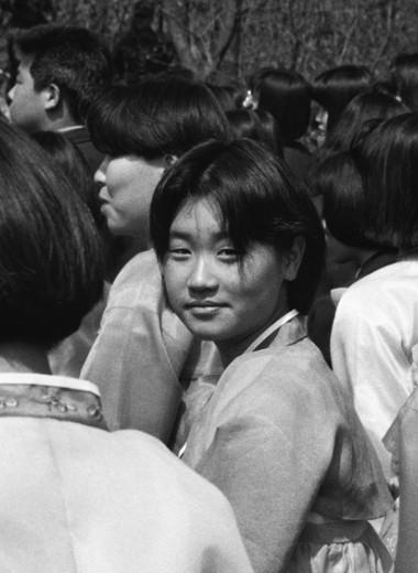 Девочка — на аборт! Что значит быть женщиной и матерью в Южной Корее