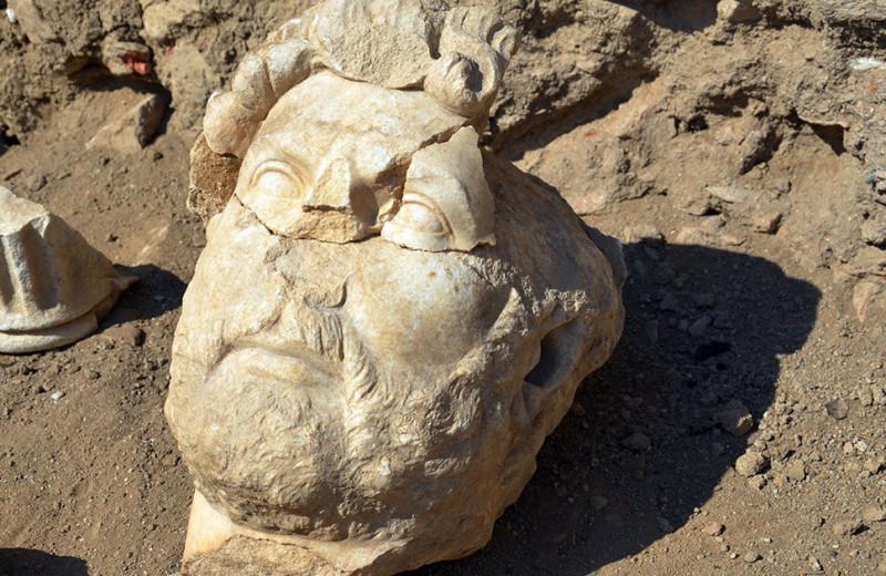 В Турции нашли мраморную статую римского императора Адриана