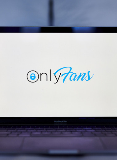 «Мы ненавидим вас»: как OnlyFans обидел порномоделей, которые принесли ему миллиарды