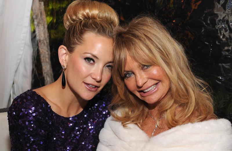 День матери: 10 знаменитостей, сохранивших теплые отношения с мамами