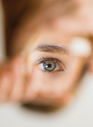 Почему дергается глаз и как это прекратить