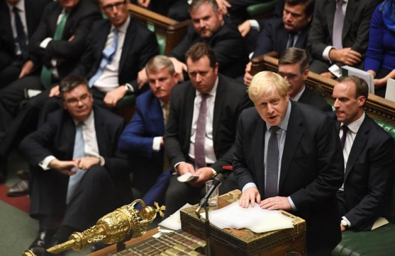 Остров безответственности: кому британский парламент передал власть над страной?